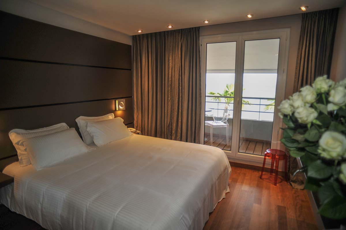 sea view suite just next to the port of hyeres in the var